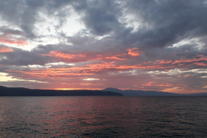 Wolken am Himmel, Sonnenuntergang über dem Meer